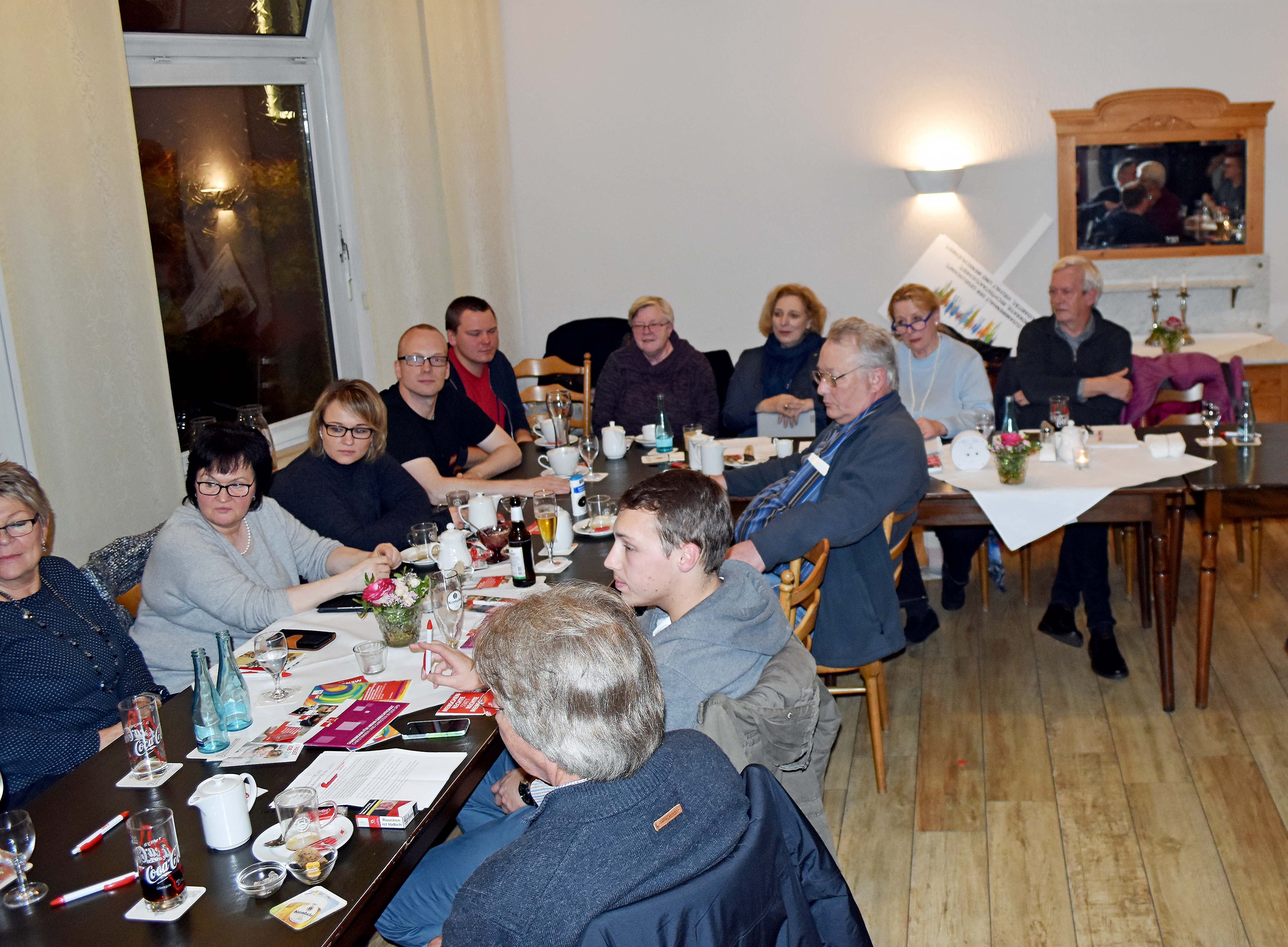 """Dr. Daniela De Ridder zu Gast beim Stammtisch """"Freunde der Sozialdemokratie"""" in Lingen"""