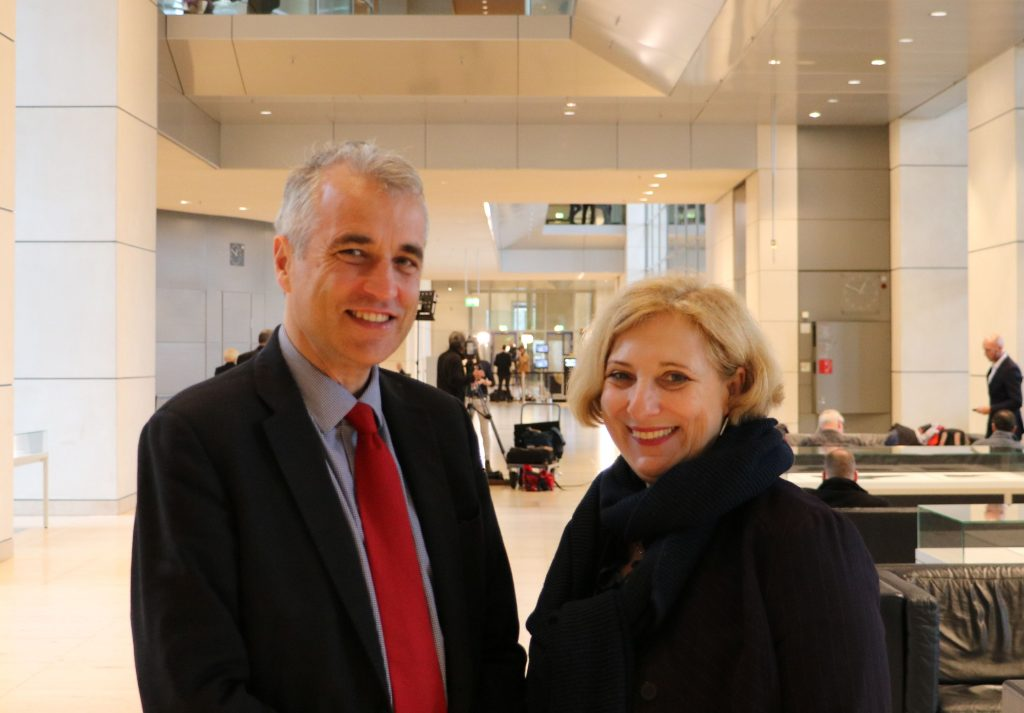 Direktor Alexis Lamek und Dr. Daniela De Ridder im Deutschen Bundestag