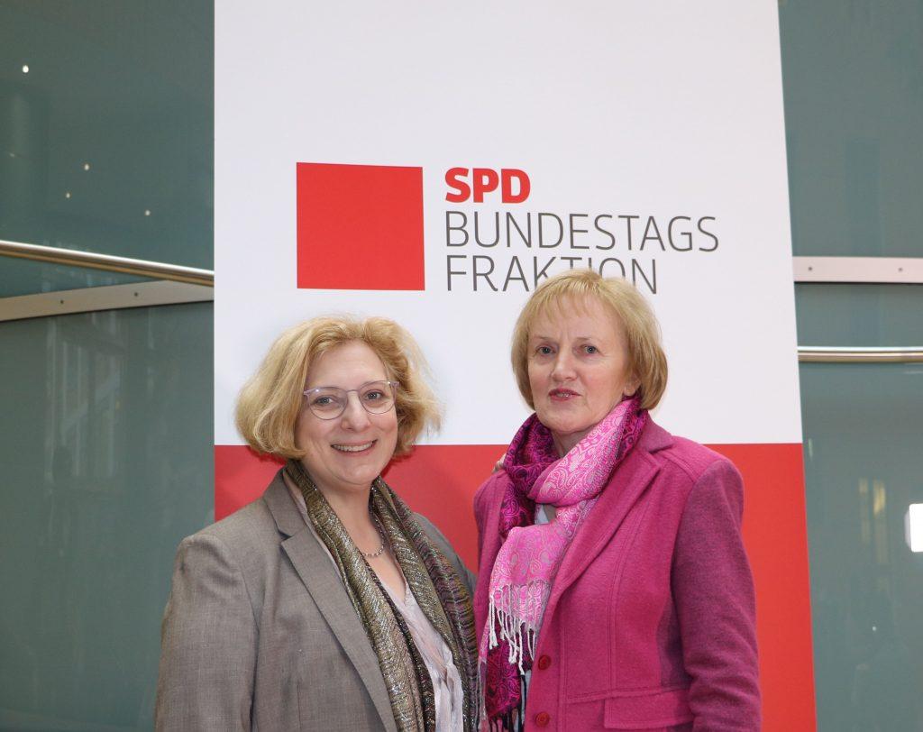 Dr. Daniela De Ridder und Ursula Schulte