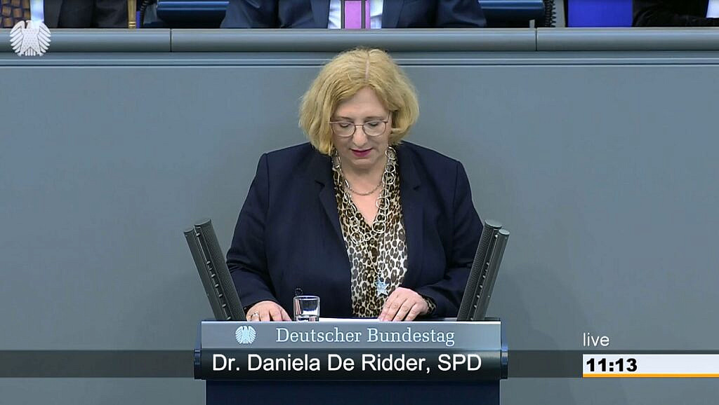 Dr. Daniela De Ridder im Plenum zur gleichstellungsorientierten Außenpolitik