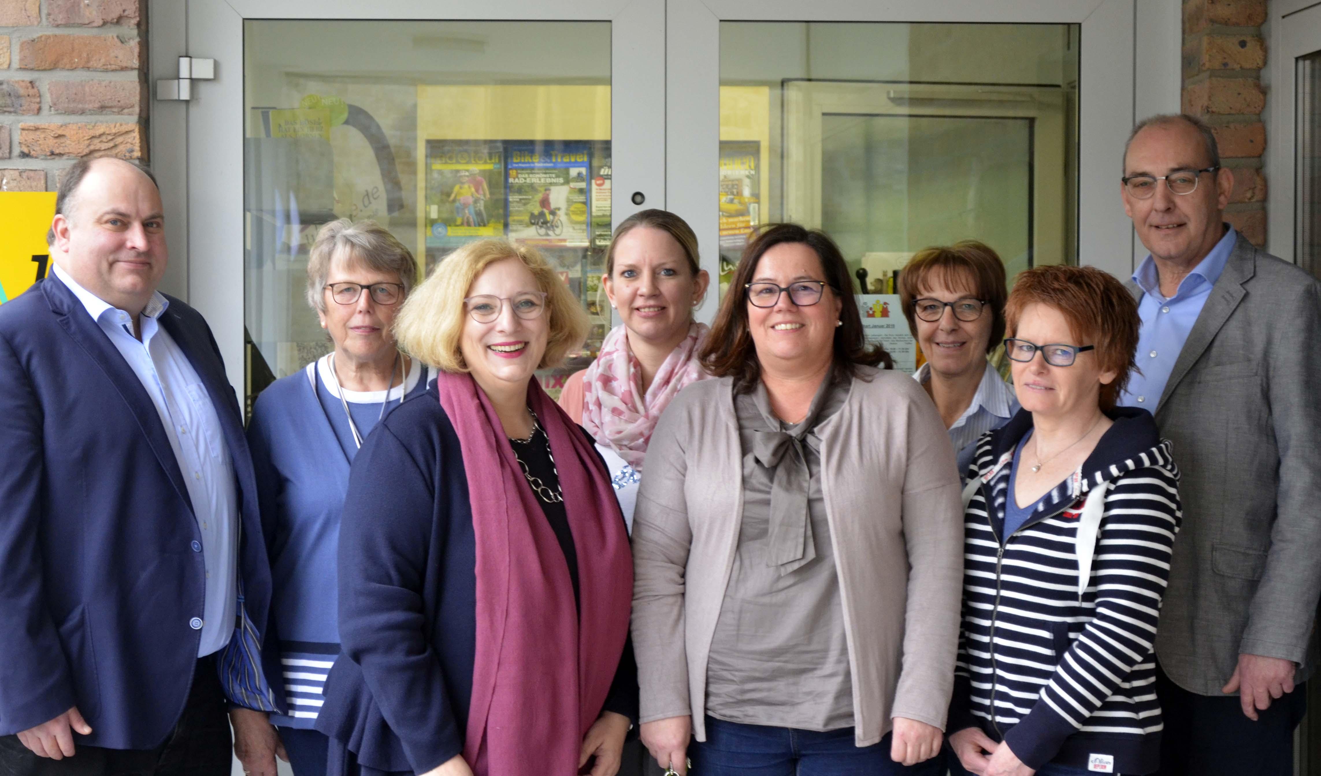 Christian Otten (SPD-OV Salzbergen), Maria Upmann (Büchereiteam), Dr. Daniela De Ridder, Julia Grondmann (Büchereiteam), Kirsten Hülsing (Büchereiteam), Rita Niemeyer (Büchereiteam), Claudia Rautland (Büchereiteam), Hubert Rausing (Fachbereichsleiter Gemeinde Salzbergen)