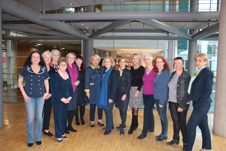 """Dr. Daniela De Ridder beim Initialtreffen des Parlamentskreises """"Frauen in der Außenpolitik"""" mit ihren Kolleginnen aus dem Bundestag"""