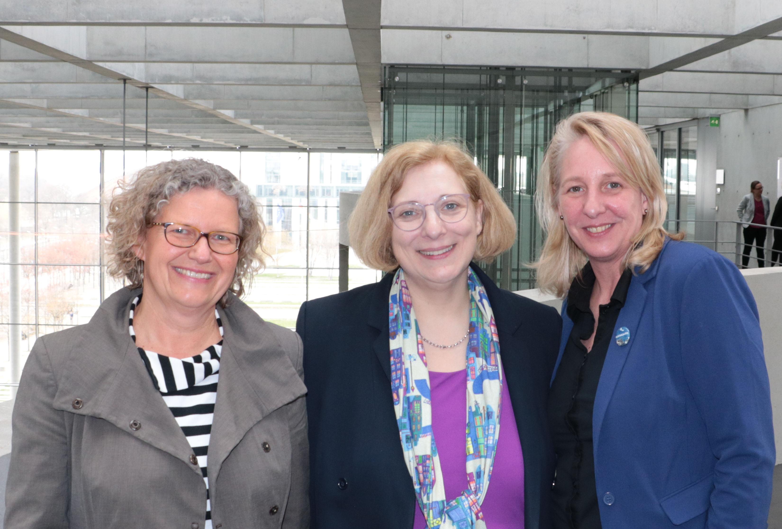 Claudia Kessler, Dr. Daniela De Ridder und Inka Helmke