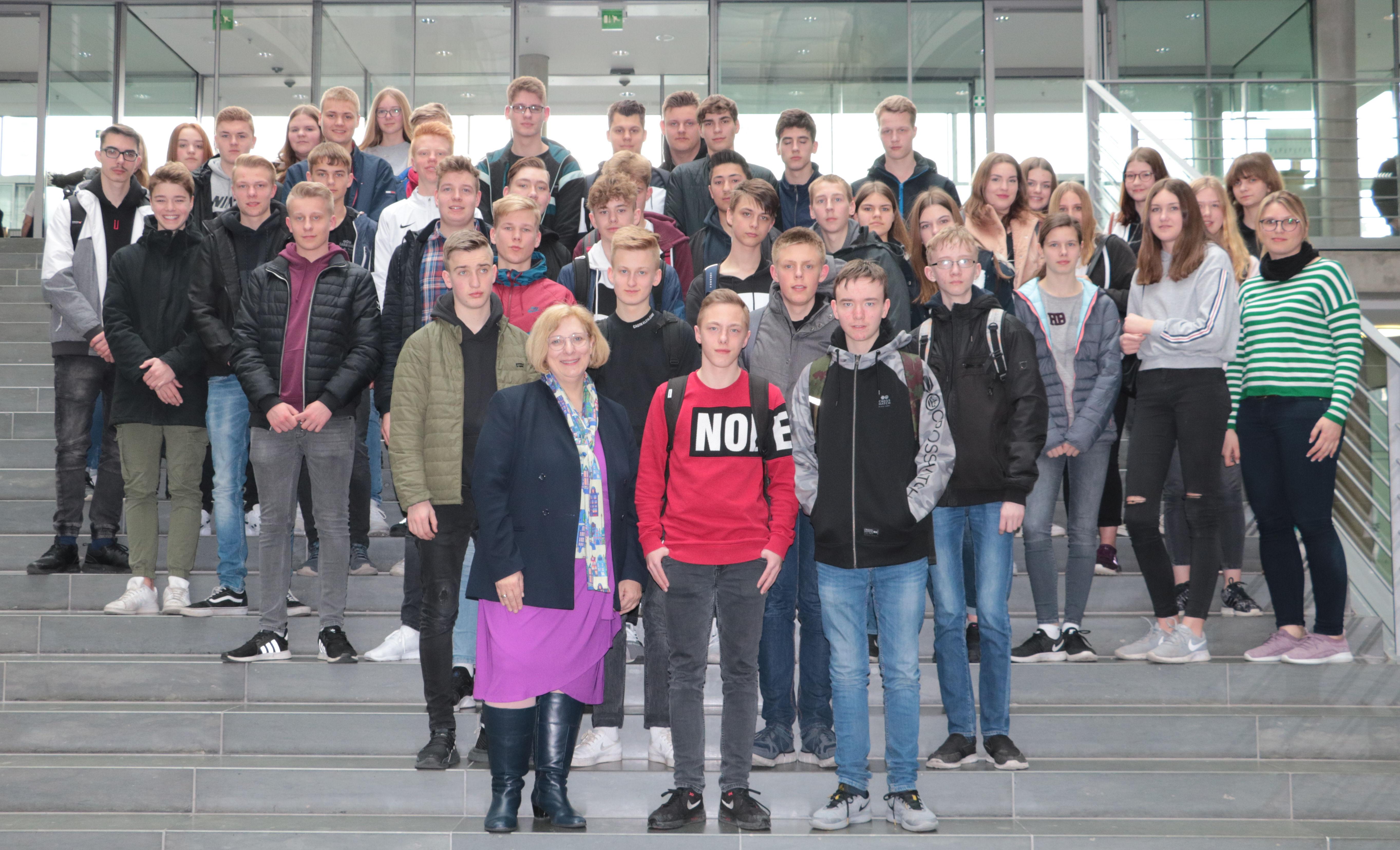 Kardinal-von-Galen-Schule aus Meppen zu Besuch im Deutschen Bundestag