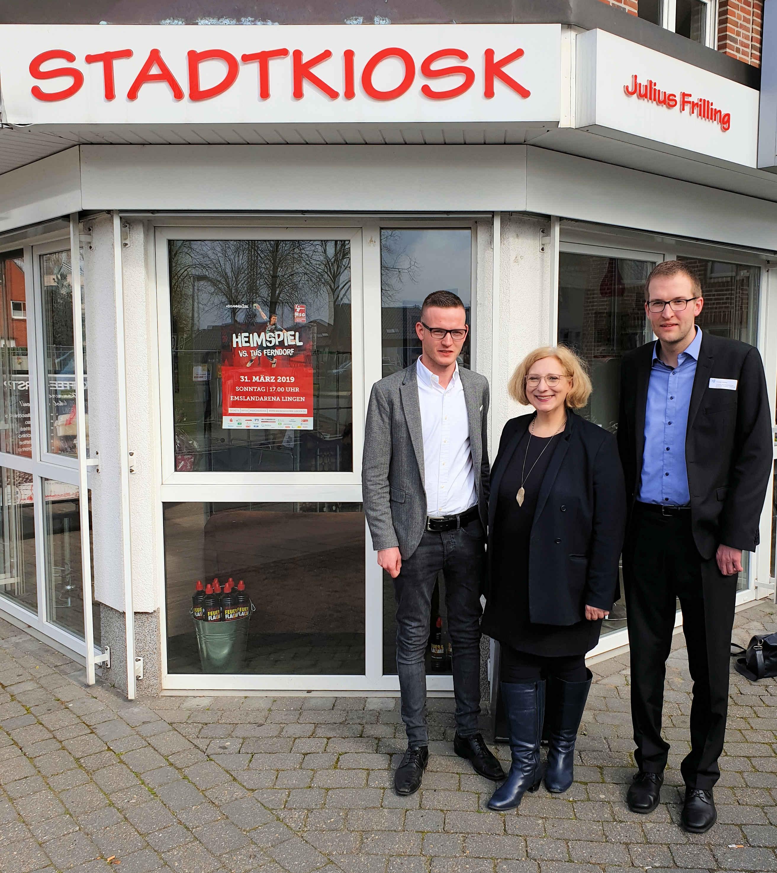 V.l.n.r.: Julius Frilling (Vorsitzender der Wirtschaftsjunioren), Dr. Daniela De Ridder und Christian Weßling (IHK)
