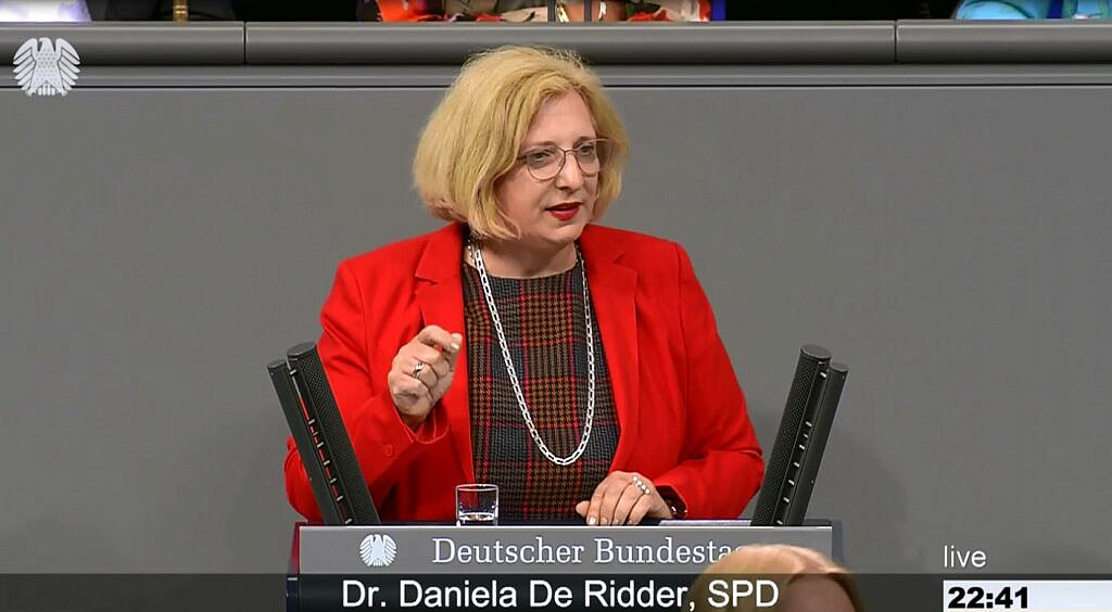 Dr. Daniela De Ridder spricht im Plenum zur Lage im Nahen Osten