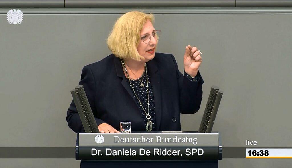 Dr. Daniela De Ridder spricht im Plenum zur Verlängerung des Bundeswehreinsatzes EUTM Mali