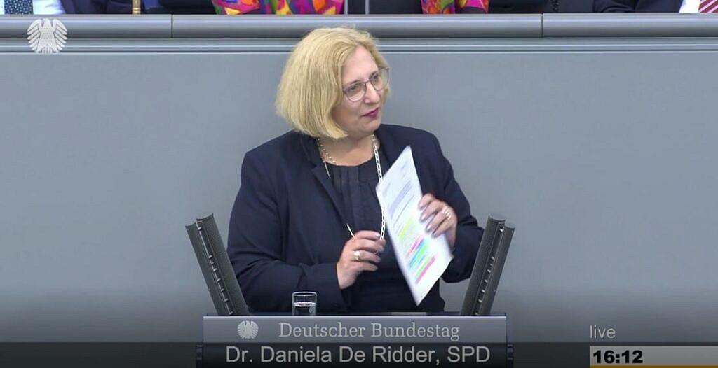 Dr. Daniela De Ridder spricht im Plenum zur Rüstungsexportpolitik