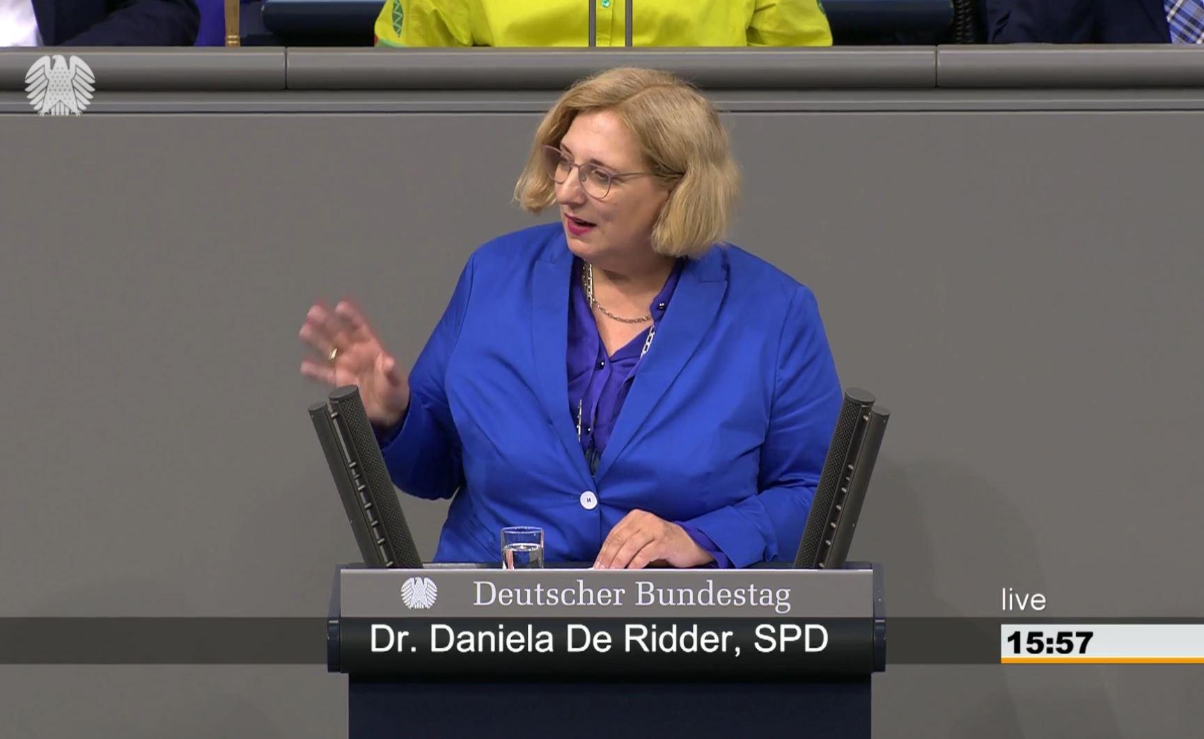 Dr. Daniela De Ridder spricht im Plenum zu Nord Stream 2