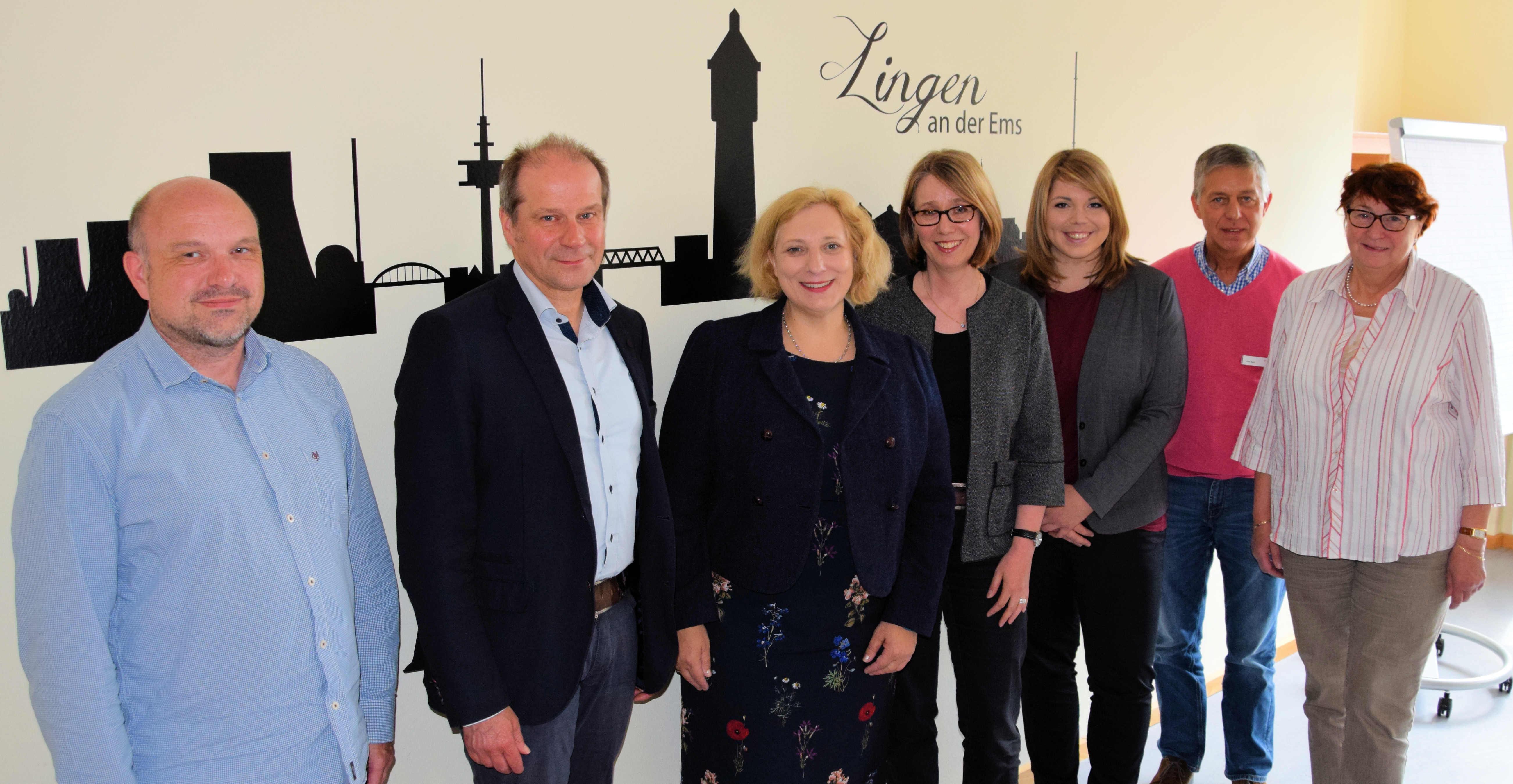 V.l.n.r.: Carsten Primke, Lothar Schreinemacher, Dr. Daniela De Ridder, Monika Schwegmann, Vanessa Gattung, Paul Moss und Edeltraut Graeßner