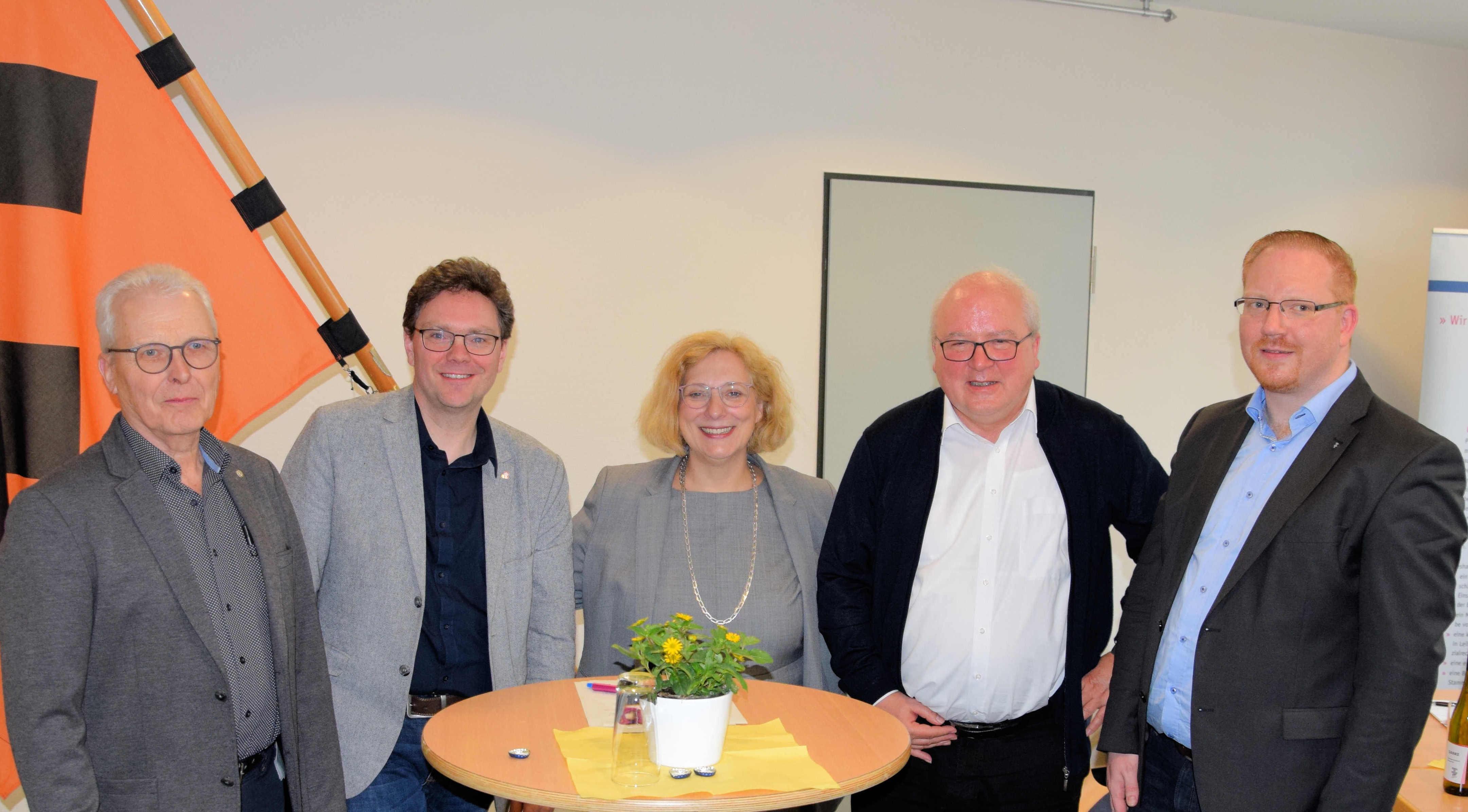 V.l.n.r.: Hermann Strieker, Marcus Drees, Dr. Daniela De Ridder, Generalvikar Theo Paul und Marcel Völtz