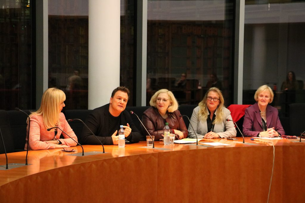 V.l.n.r.: Renata Alt, Guido Maria Kretschmer, Dr. Daniela De Ridder, Katrin Budde und Ursula Schulte