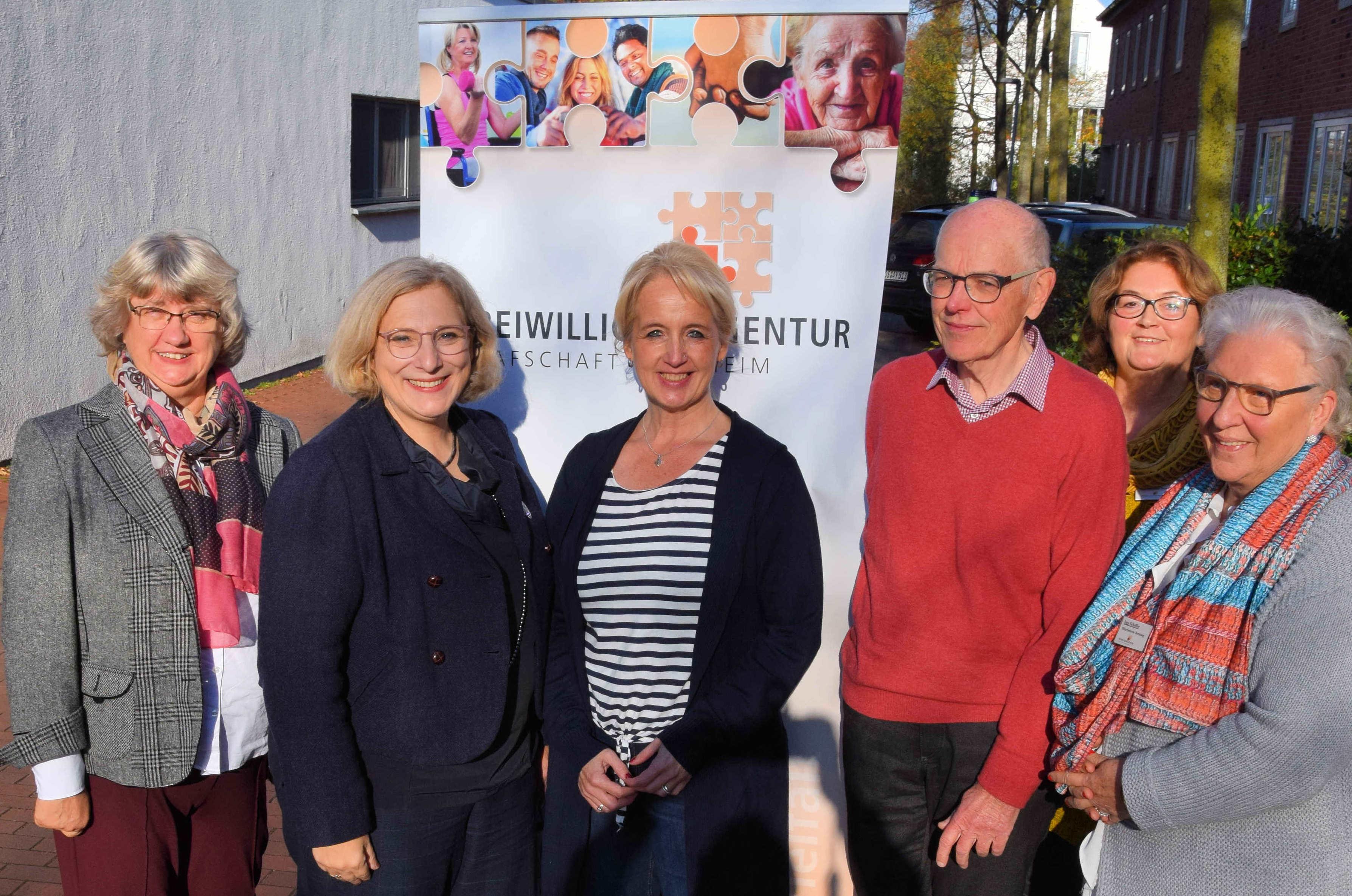 V.l.n.r.: Ingrid Thole, Dr. Daniela De Ridder, Erika Geerdes, Hermann Brandt, Gerda Eilers, Inge Scheffer