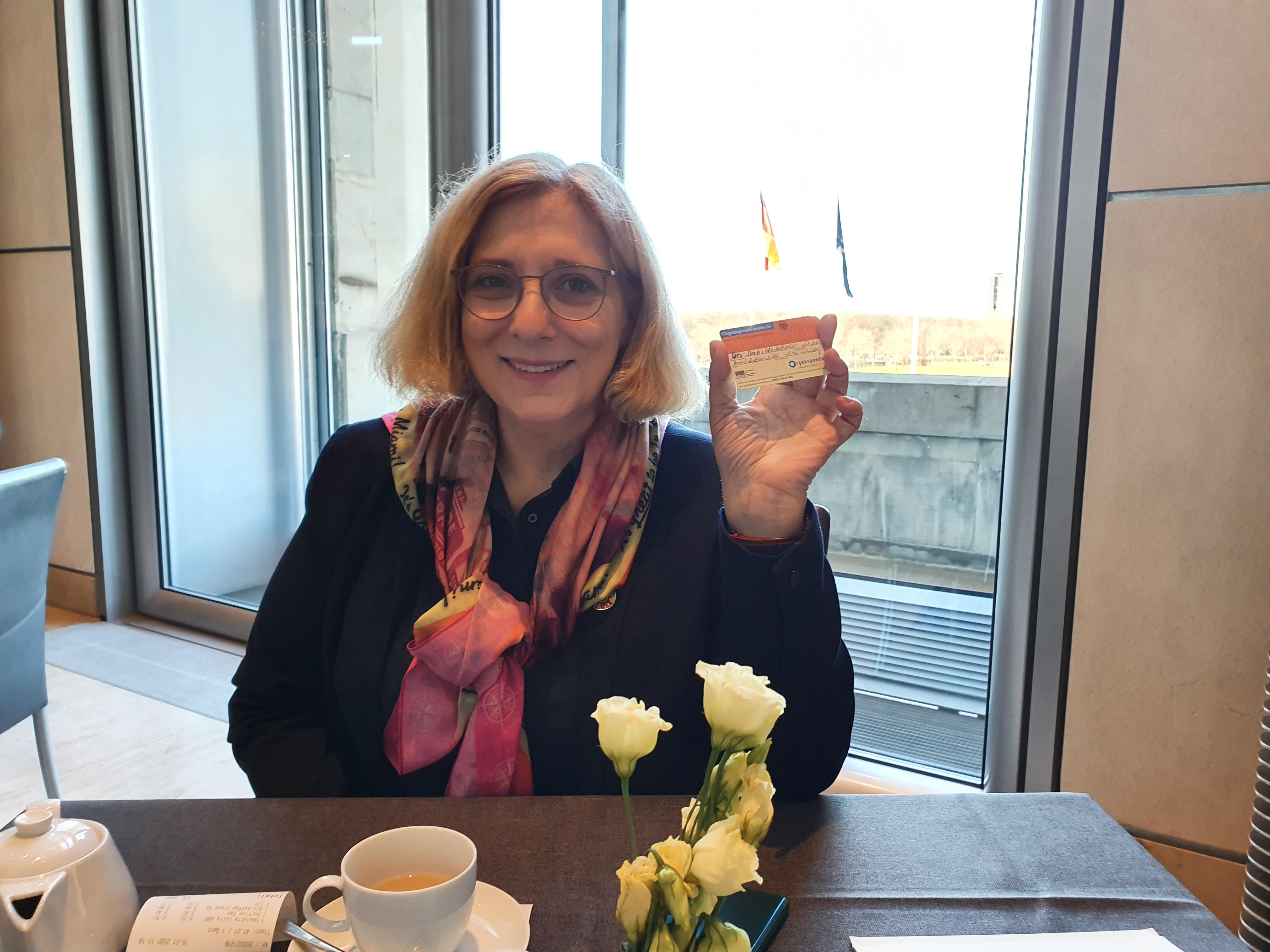 Dr. Daniela De Ridder wirbt für den Organspendeausweis