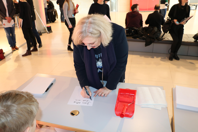 Dr. Daniela De Ridder beim Red Hand Day 2020 III