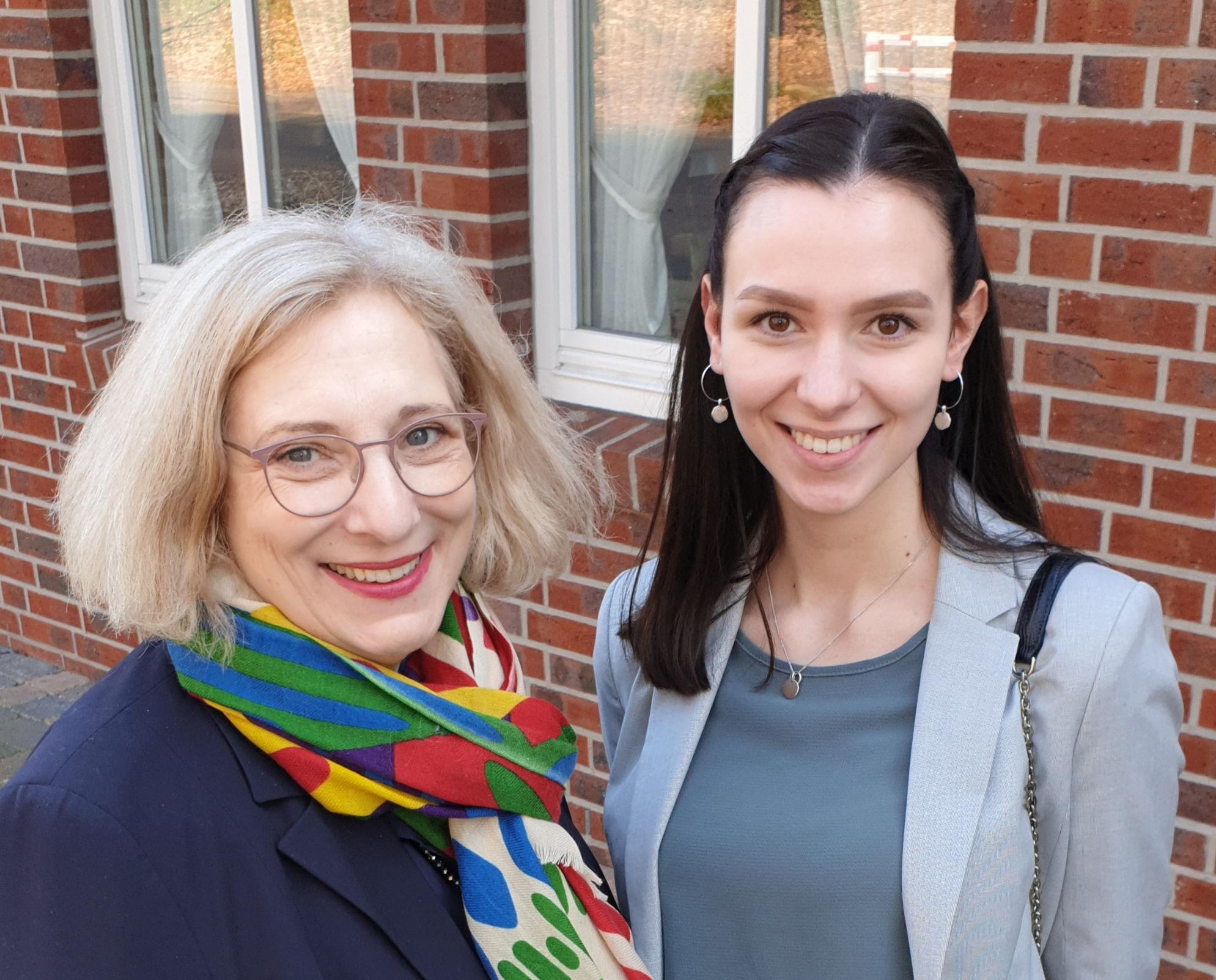 Dr. Daniela De Ridder und Frieda Schendler