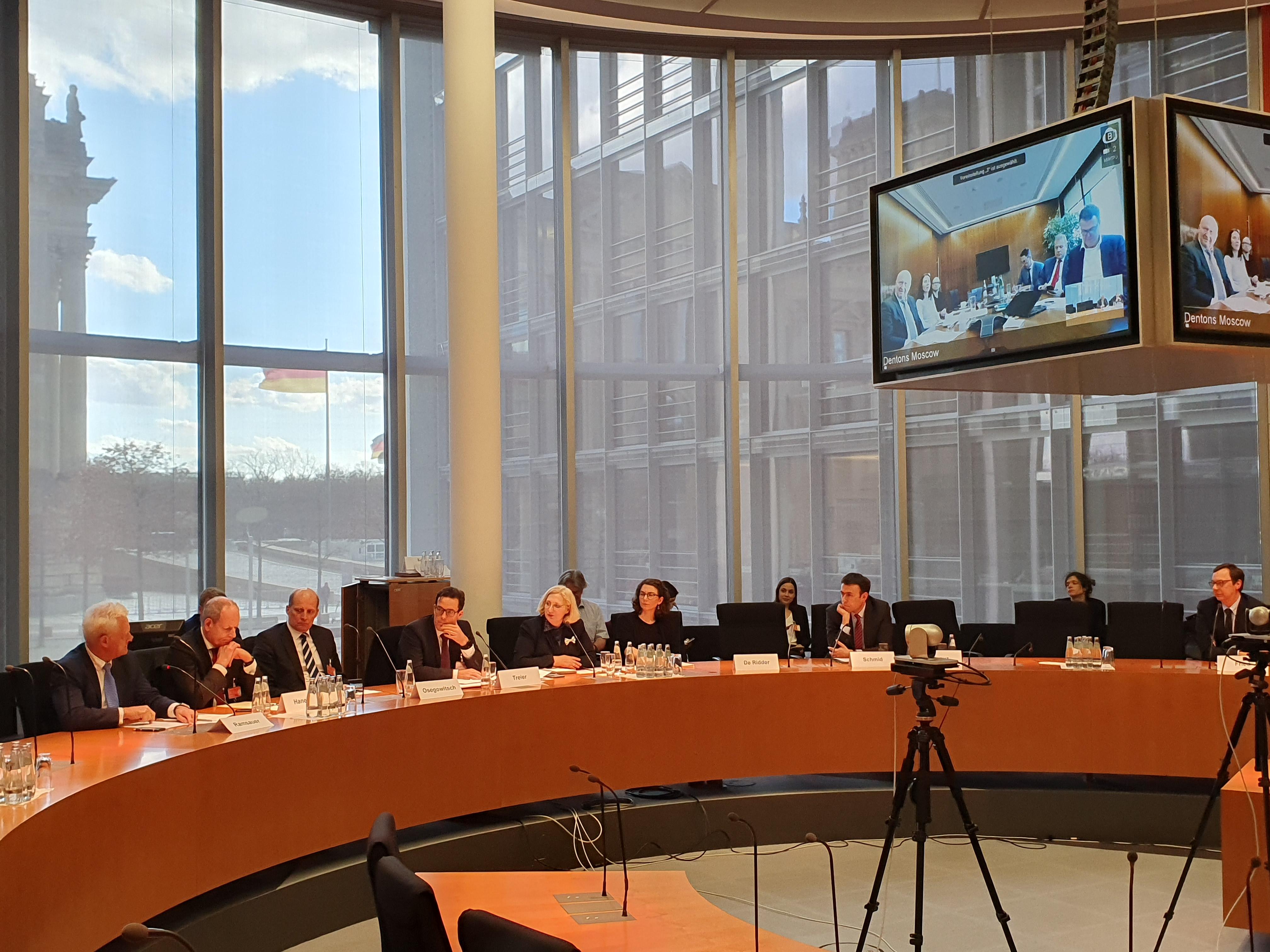 Dr. Daniela De Ridder beim Runden Tisch der DIHK