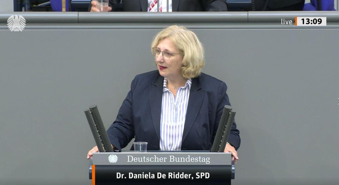 Dr. Daniela De Ridder spricht zum Außenwirtschaftsgesetz im Plenum