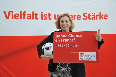 Dr. Daniela De Ridder freut sich auf das erste EM-Spiel Deutschlands (Foto: Andras Amann)