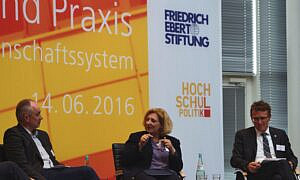 Dr.Daniela De Ridder und Micha Teuscher auf dem Podium der Friedrich-Ebert-Stiftung