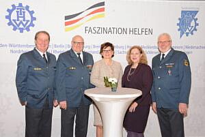 V.l.n.r.: Gerd Friedsam (Vizepräsident des THW), Ralph Dunger (Landesbeauftragter Bremen/Niedersachsen des THW), Ute Bertram (MdB CDU/CSU-Fraktion), Dr. Daniela De Ridder (MdB SPD-Fraktion) und Johann Thys (stellv. Vorsitzender der THW Landeshelfervereinigung Niedersachsen e.V. und Ortsbeauftragter OV Nordhorn) - Foto: THW-Bundesvereinigung e.V, Joachim Schwemmer