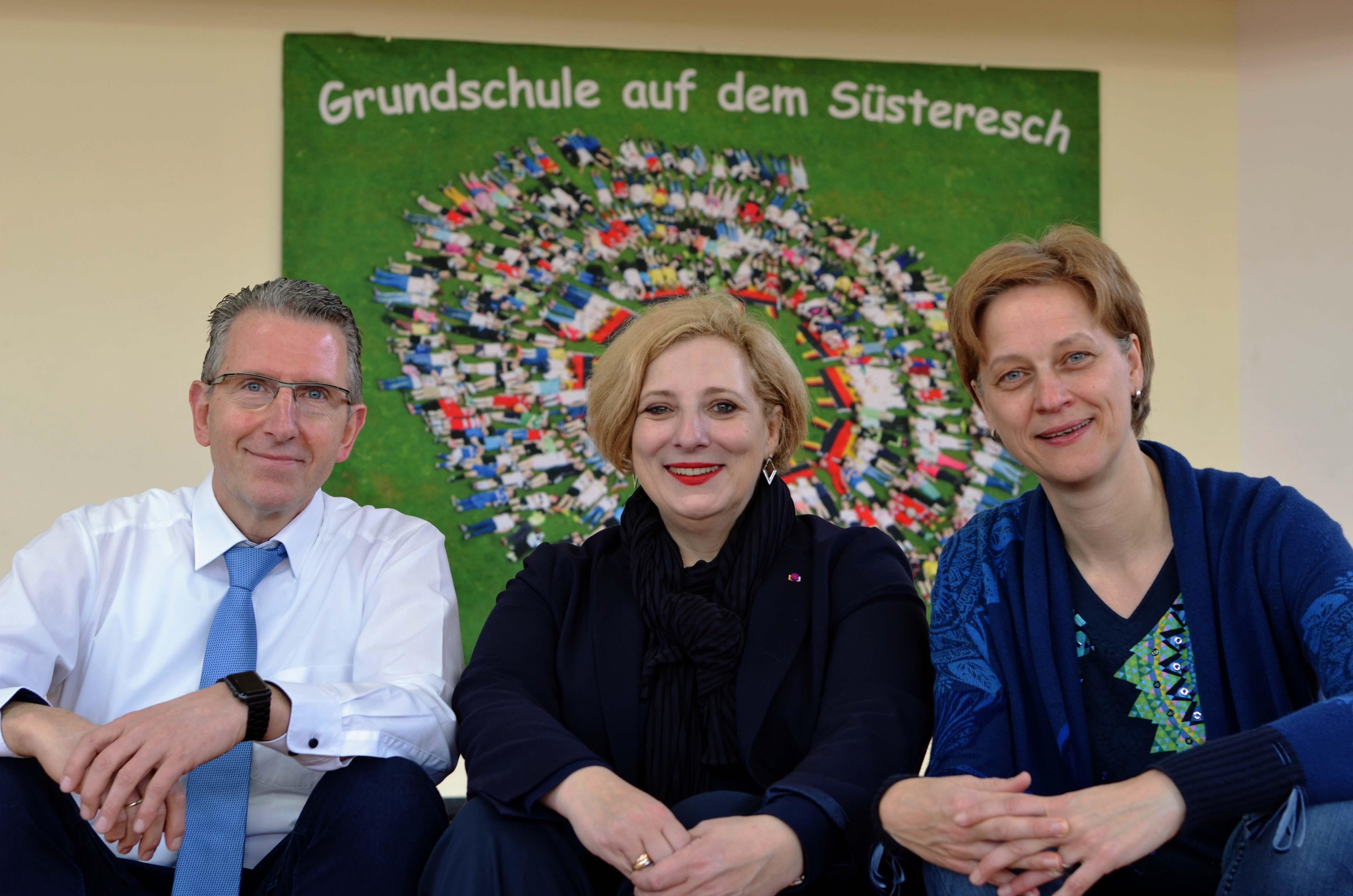 V.l.n.r. - Schulleiter Heinrich Brinker, Dr. Daniela De Ridder, Heike Draber