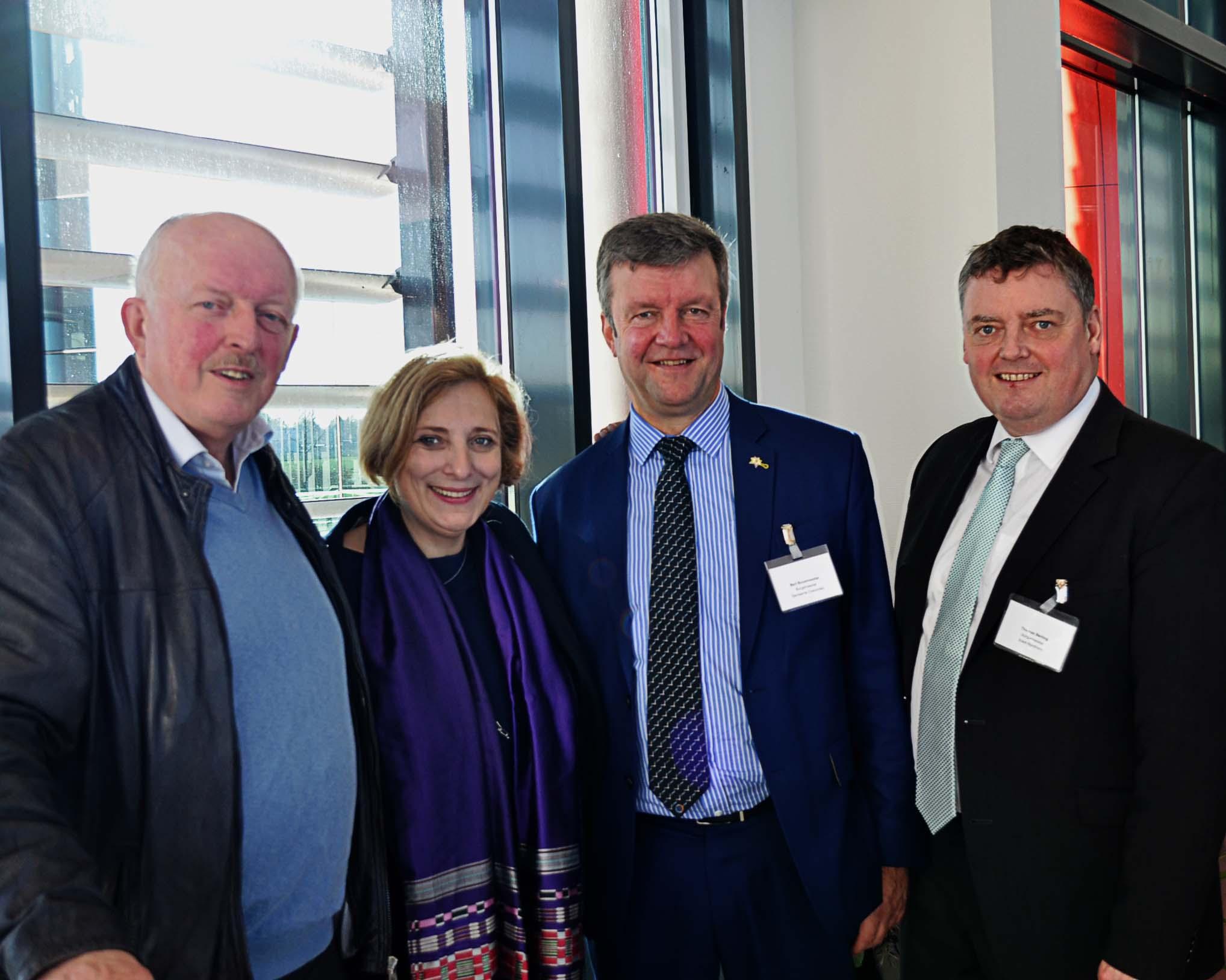 Gruppenfoto Gerd Will, Dr. Daniela De Ridder, Bürgermeister Coevorden Bert Bouwmeester und Bürgermeister Nordhorn Thomas Berling