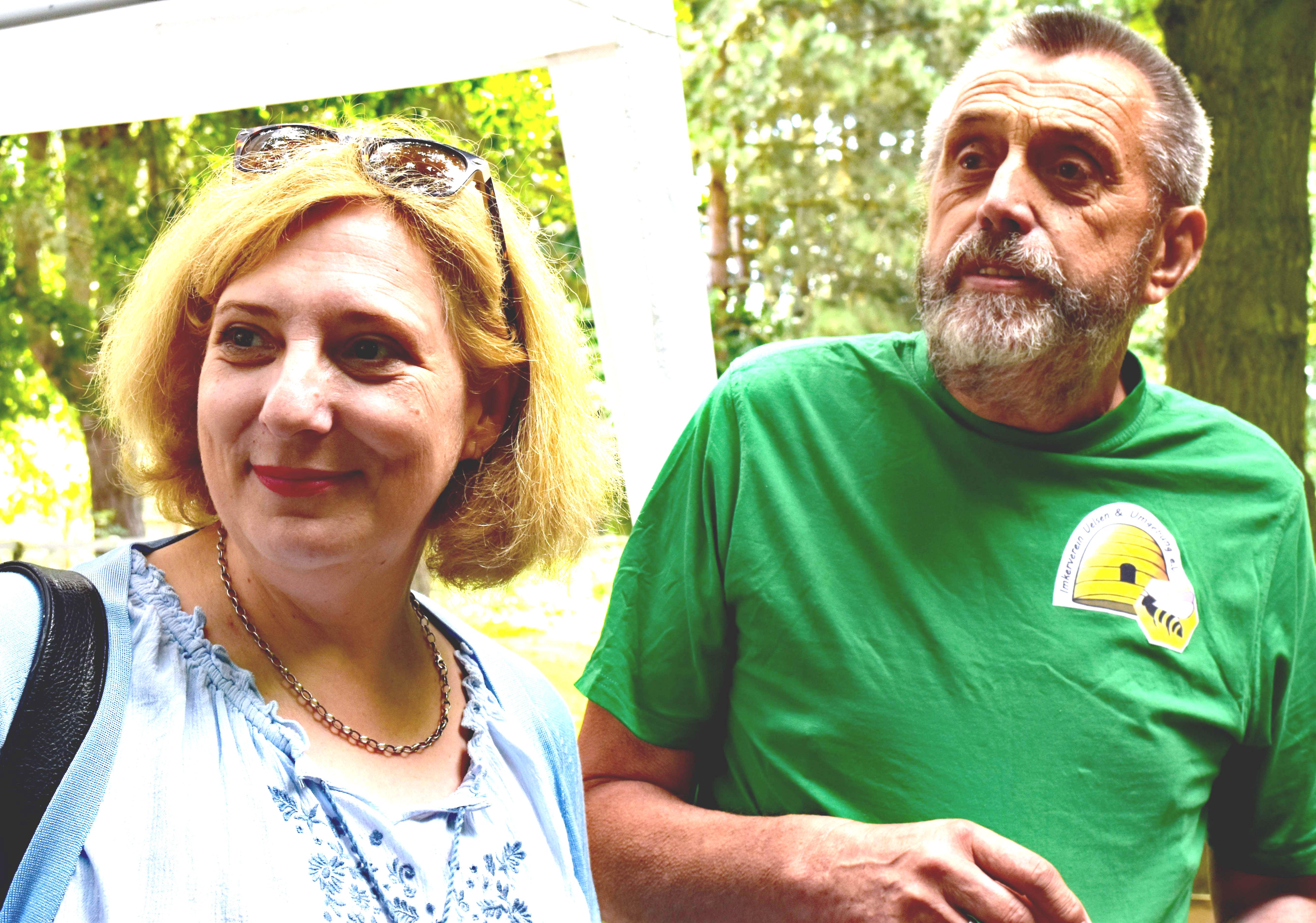 Daniela im Gespräch mit dem Hofimker (002)