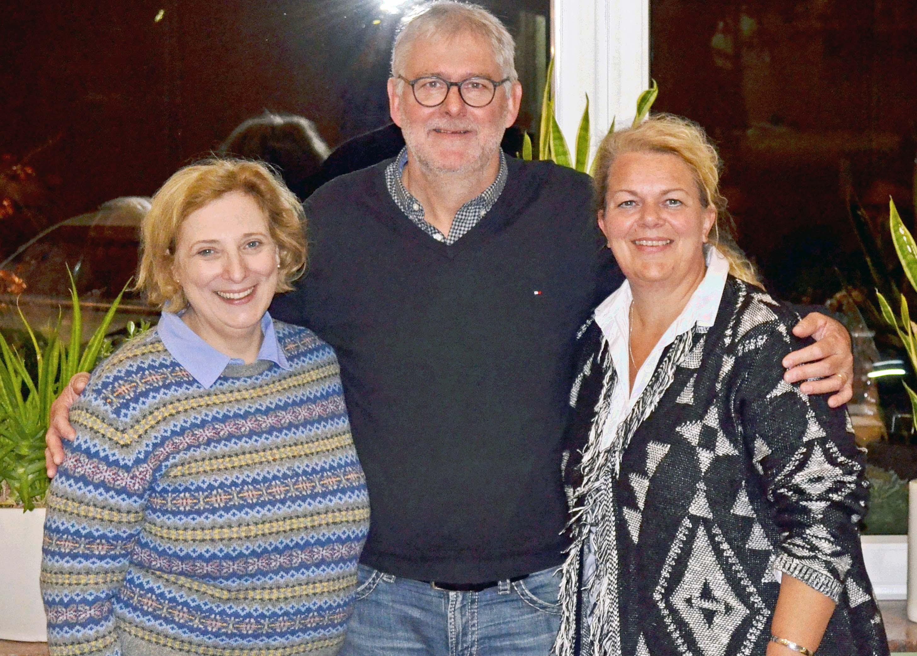 Dr. Daniela De Ridder (SPD-Bundestagsabgeordnete), Bernhard Temmen (Ehrung für 30 Jahre SPD-Mitgliedschaft), Simone Plöger-van-Dijk (OV-Vorsitzende SPD Haselünne)