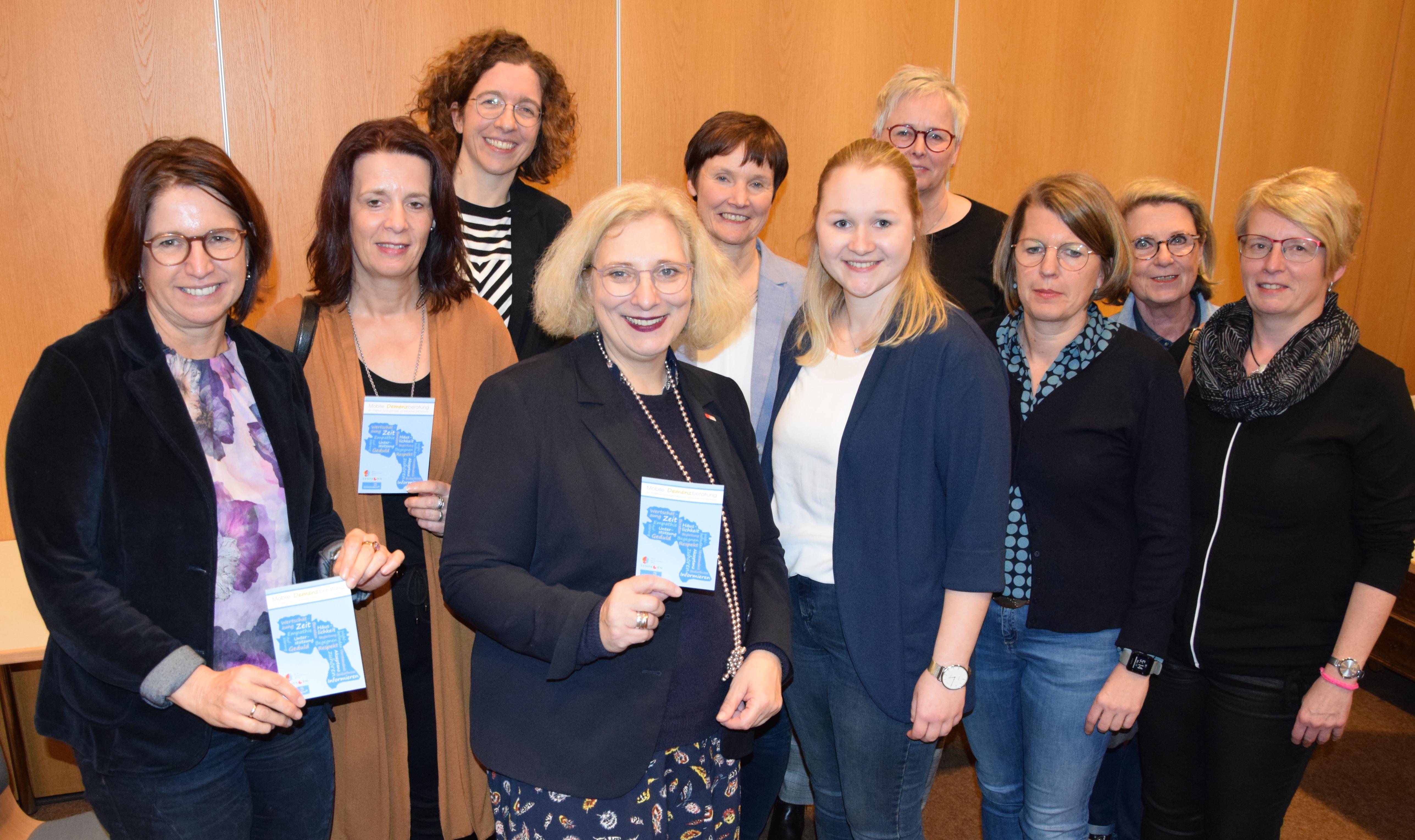 Dr. Daniela De Ridder zu Gast bei der Podiumsdiskussion des Mehrgenerationenhauses Senfkorn.
