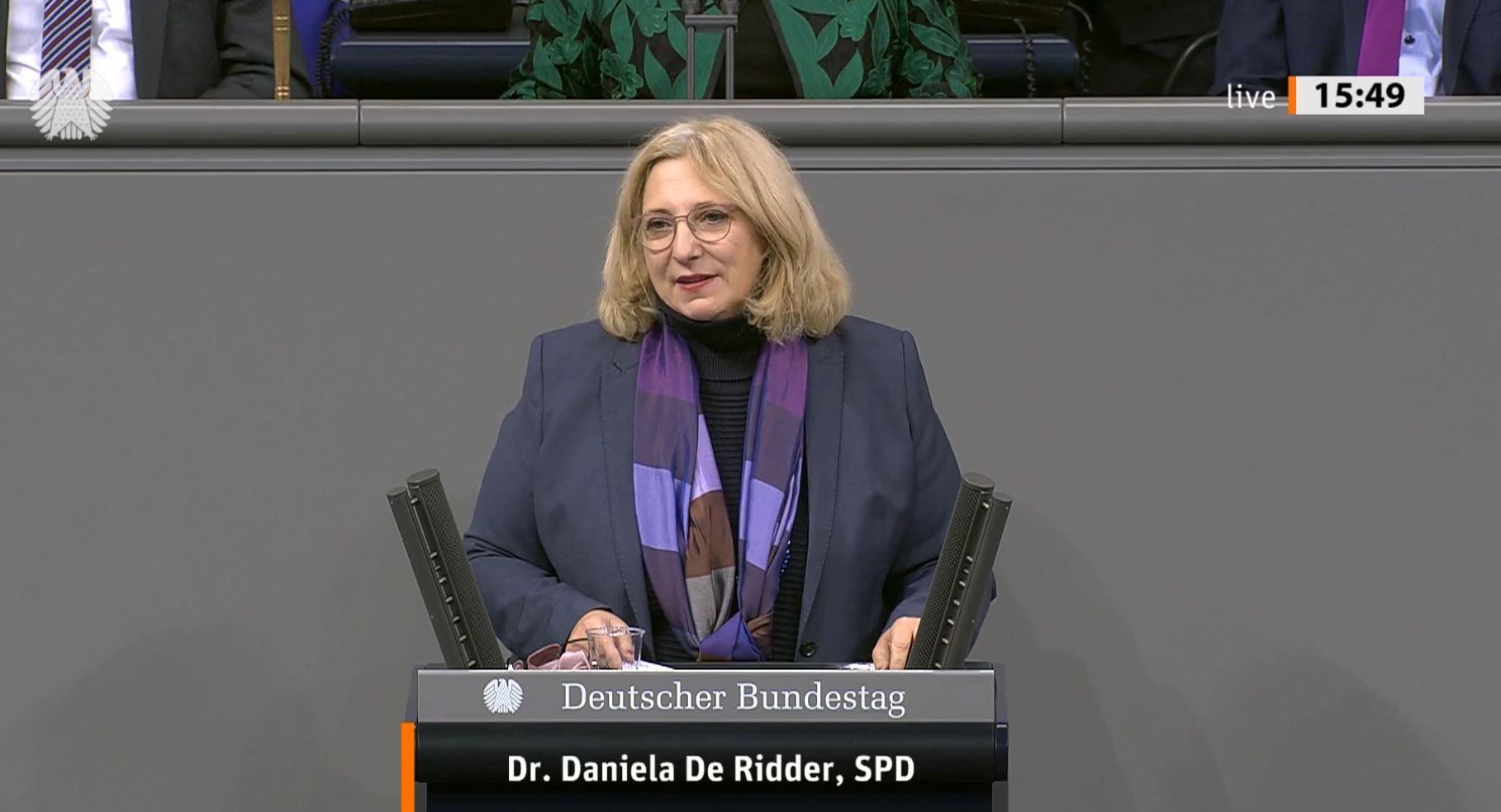 Dr. Daniela De Ridder spricht im Plenum zur aktuellen Stunde zu Strategien zum Schutz der Demokratie und den Konsequenzen aus der Erstürmung des US-Kapitols